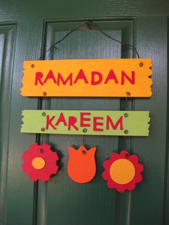 ملصق حائط بتصميم رمضان كريم